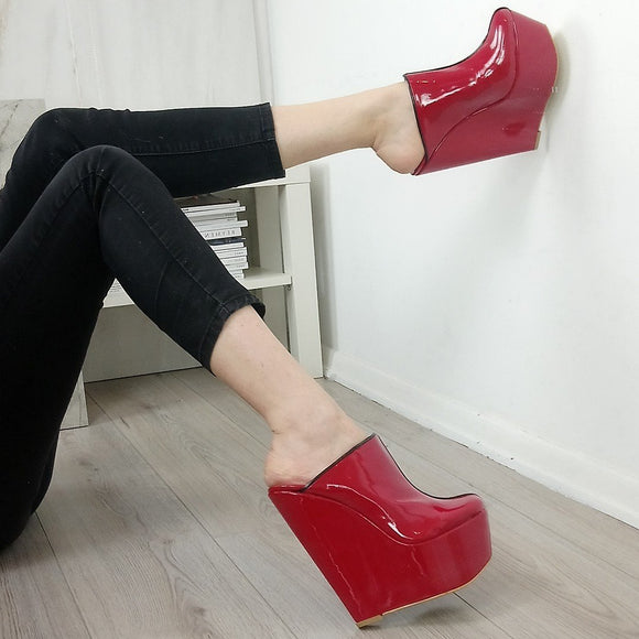 Red Patent Sabo Wedge Mules - Tajna Club