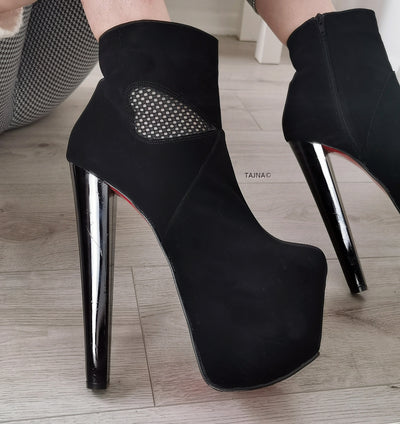 Heart Detail Black Platform Ankle Booties - Tajna Club