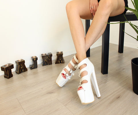19 cm White Platform Belted Booties - Tajna Club