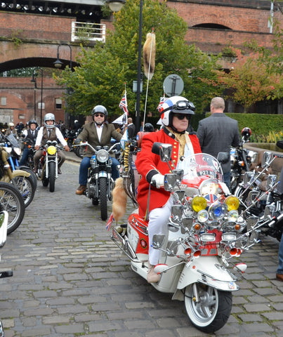 gentlemans ride mnachester - lambretta rider in hunting jacket