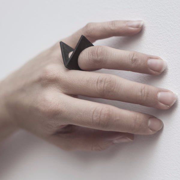 "VANDALS ""V"" RING by LAIA VARELA"