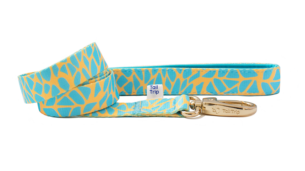 Tail Trip Glowing Giraffe Design Dog Leash