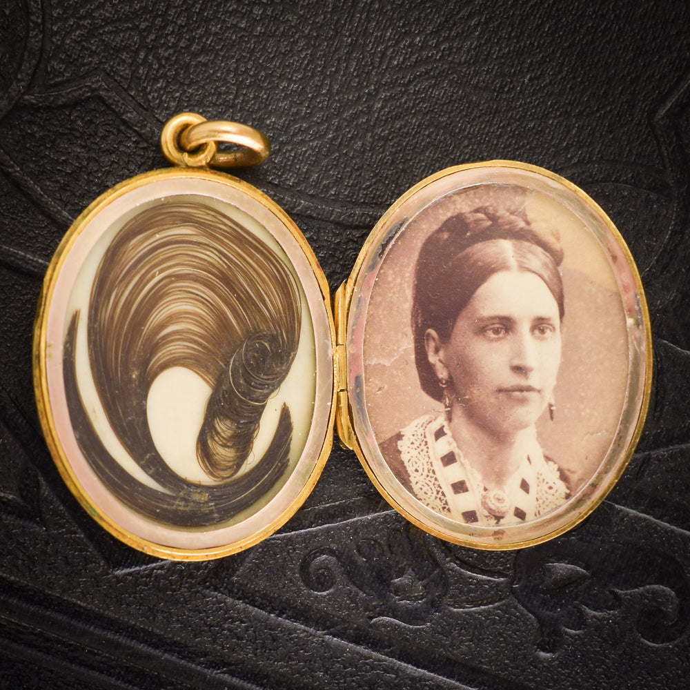 Victorian IN MEMORY OF Oval Mourning Locket