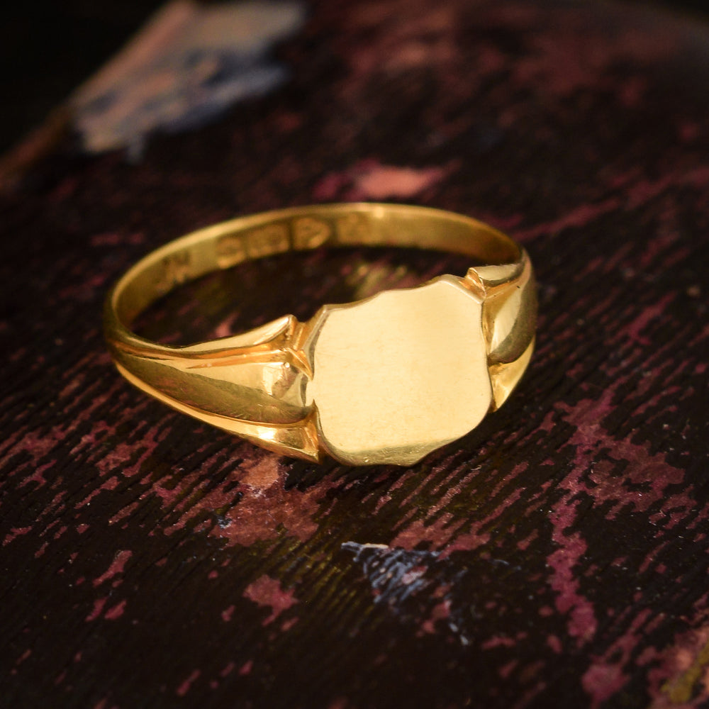 Edwardian 18k Gold Shield Signet Ring