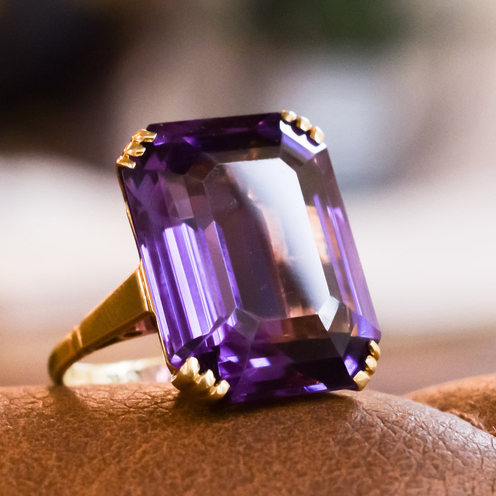Art Deco 30 Carat Siberian Amethyst Single-Stone Ring