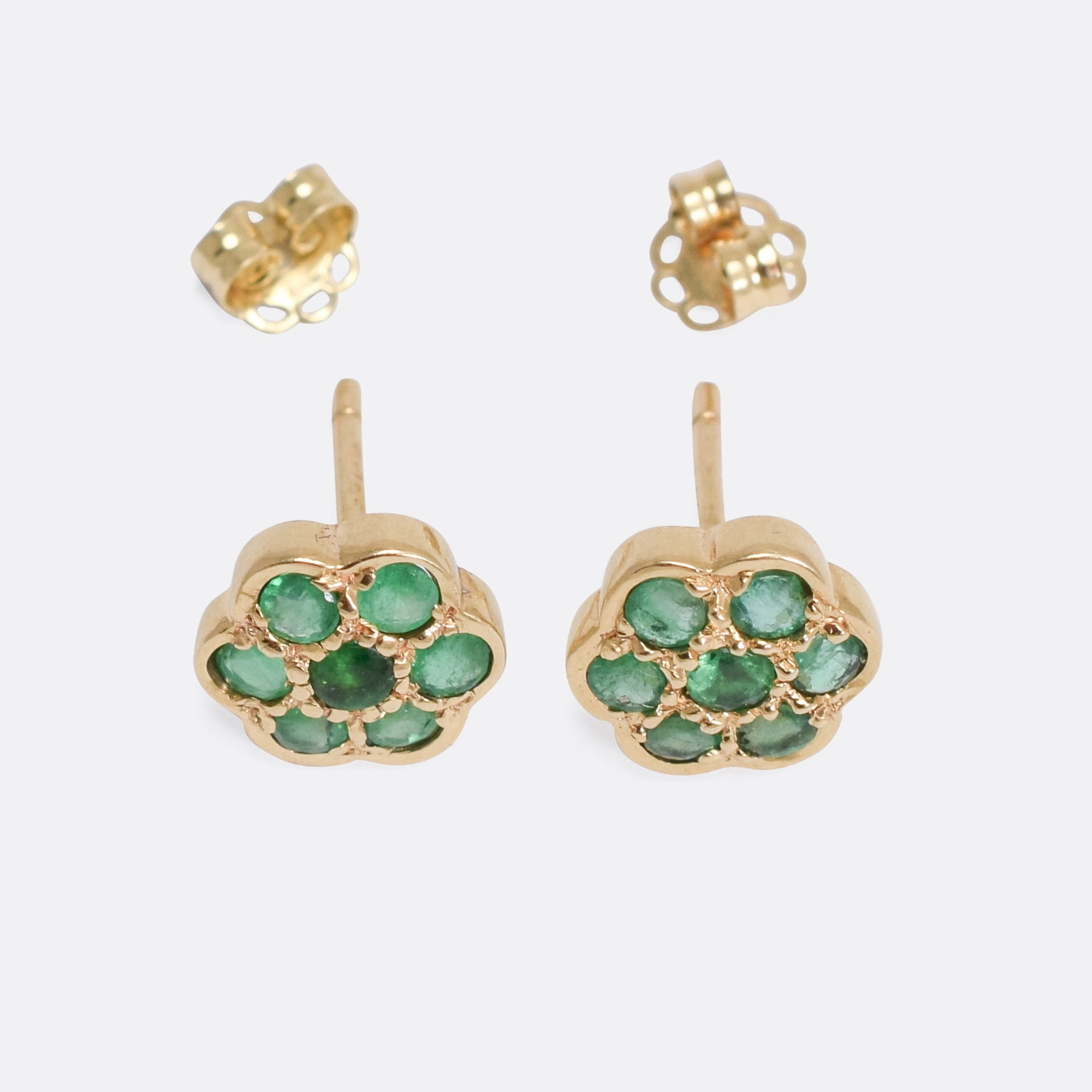 white featuring emeralds k stud emerald gold clustered jewellery mg earrings