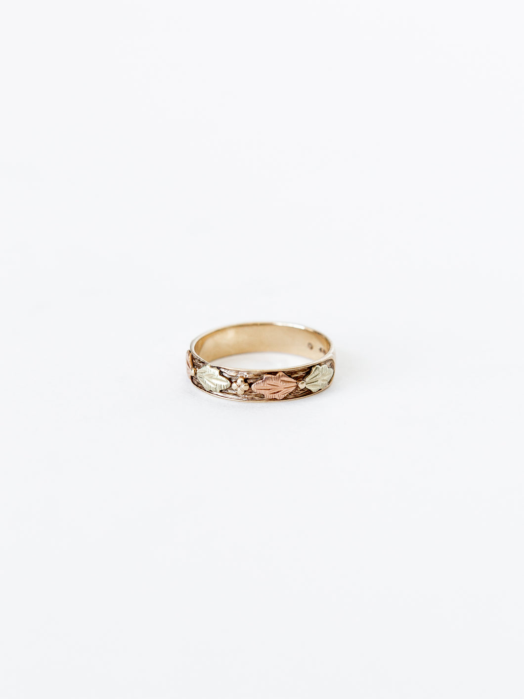 Victorian 10K Gold Ring with Leaves Detail