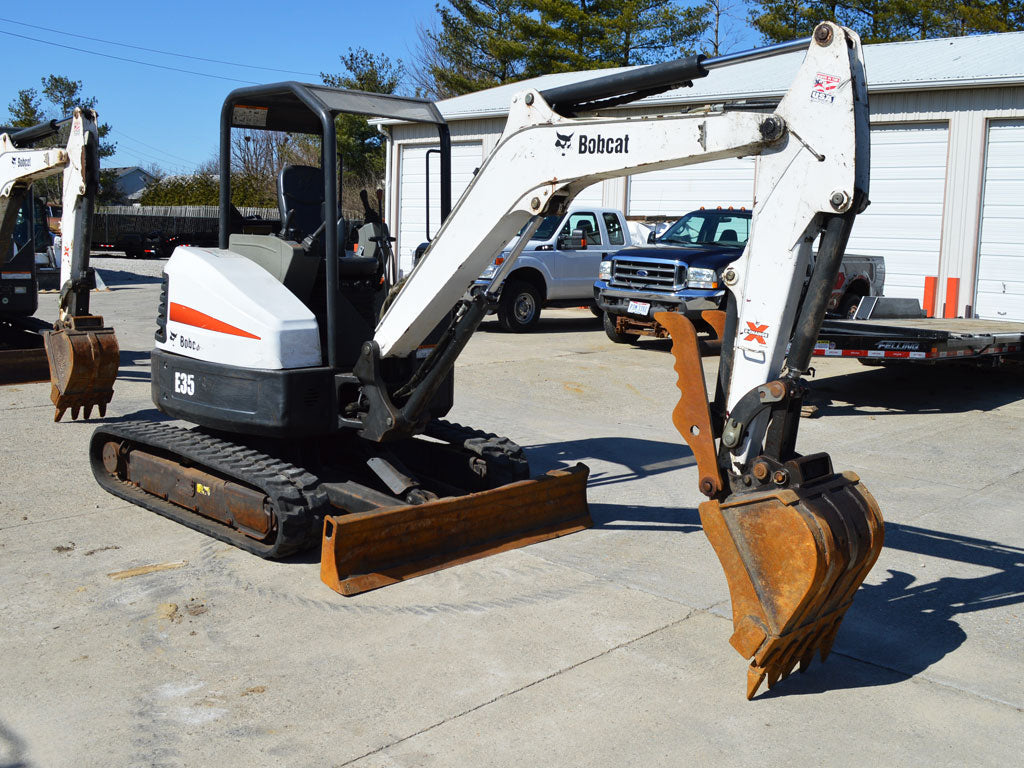 BOBCAT E35 MINI EXCAVATOR WITH THUMB
