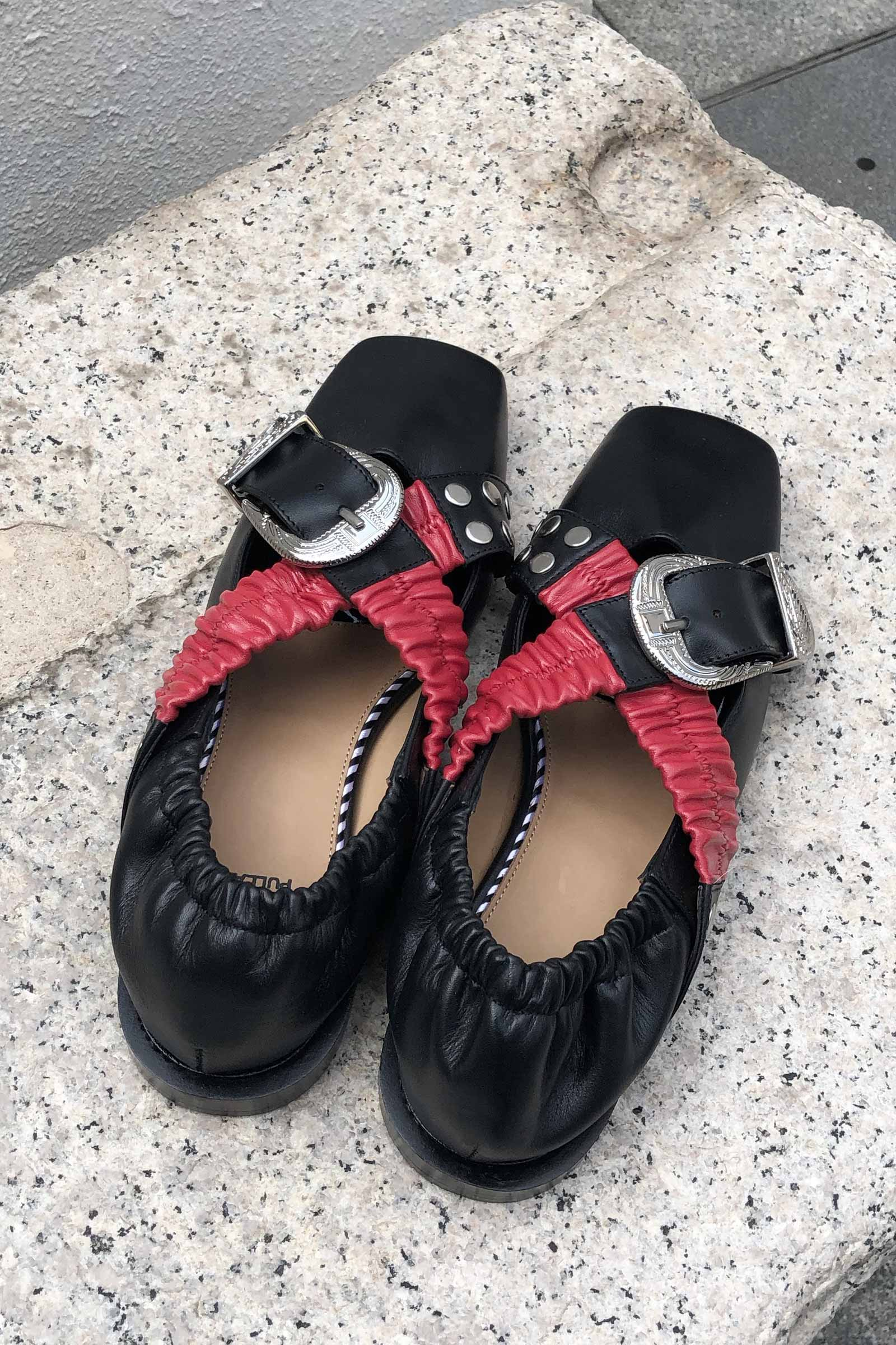 AJ928 – Buckled Square-toe Leather Ballerinas