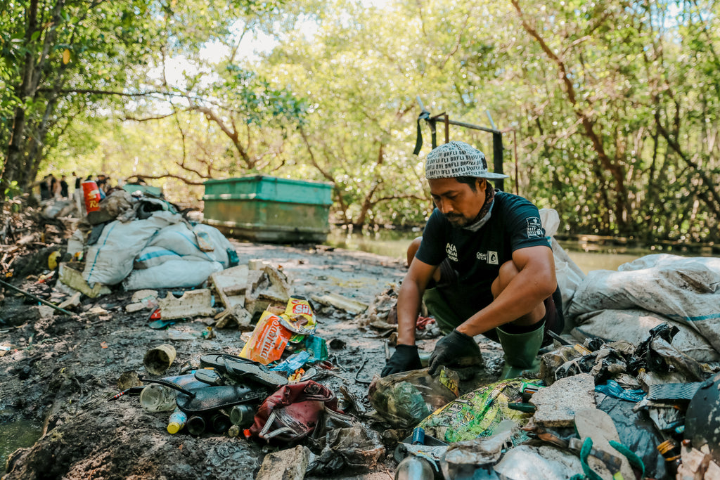 Bali plastic cleanup group