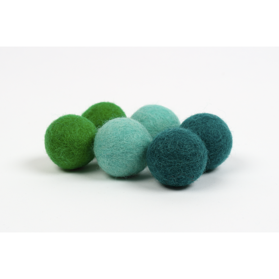 pompon ball balle wool feltedwool laine recharge slingshot handmade made in quebec fait a la main