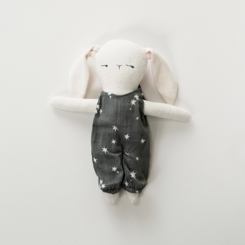 Elliefunday_rylee_cute_kids_baby_peluche_lapin_bunny_onepiece_jumpsuit_etoile_stars_star_friend_bestfriend_handmade_faitmain_quebec_