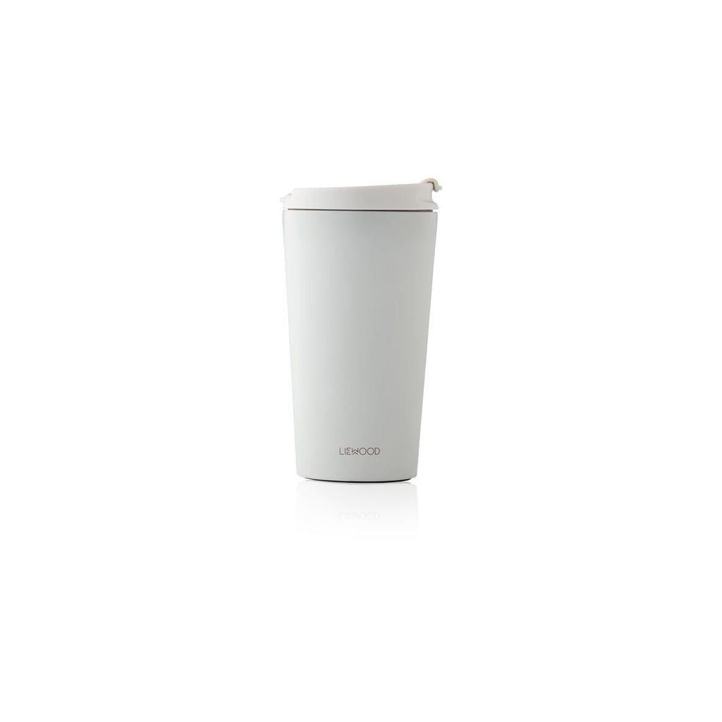 Liewood_kikki_thermo_cup_coffee_cafe_quebec_moms_tasse_pouremporter_quebec_lesptitsmosus_gris