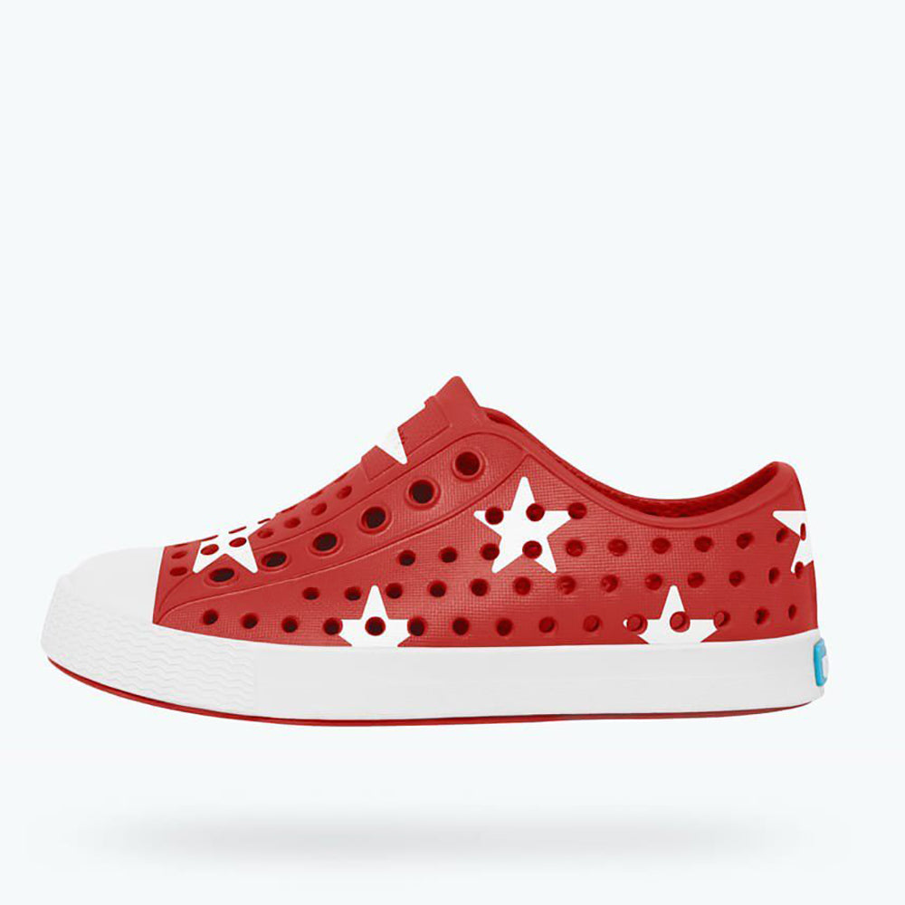Native_Jefferson_red_white stars_rouge_étoiles blanches_chaussures d'eau_water shoes_summer_été_fashion_mode_fun_garderie