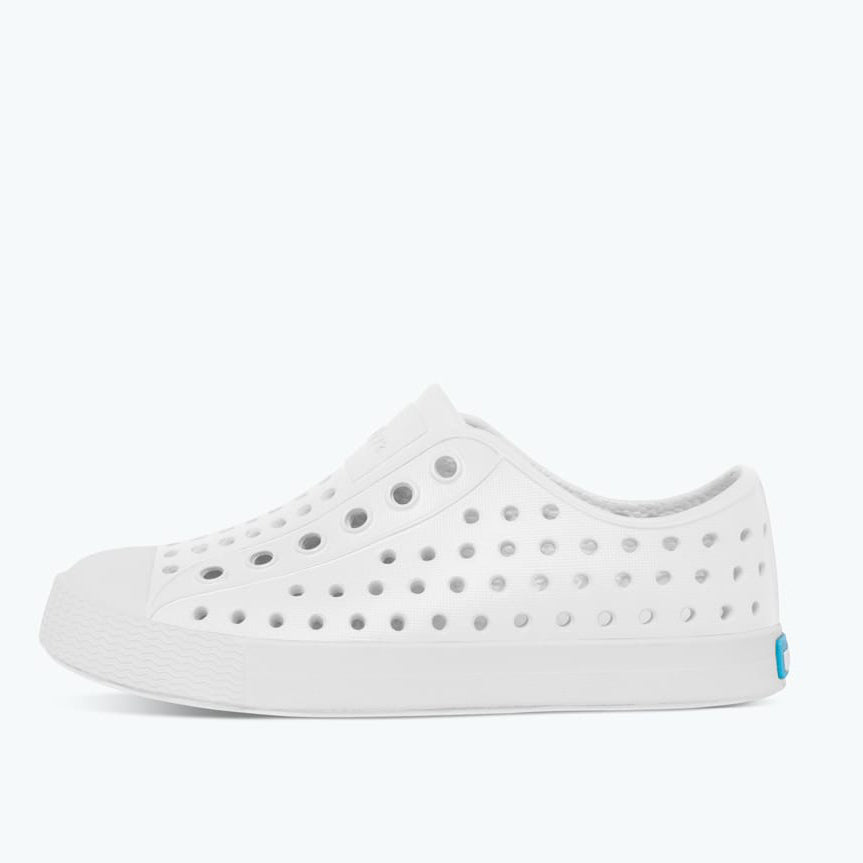 Native_Jefferson_white_blanc_chaussure_kids_shoes_enfant_plastique_fashion_canadian brand_vegan_ecofriendly