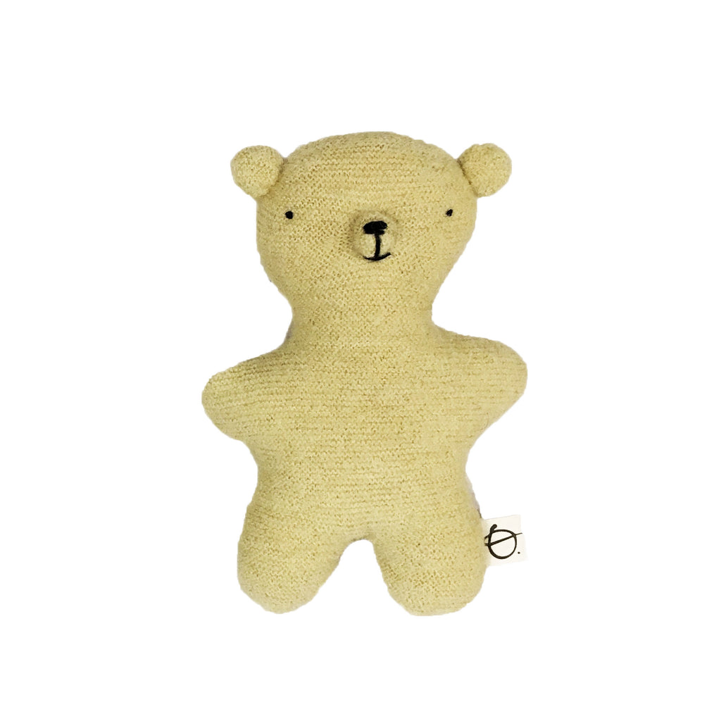 Ouistitine_quebec_madeinquebec_enfant_kidsstore_recycled_wool_laine_handmade_ourson_ours_bear_jaune1
