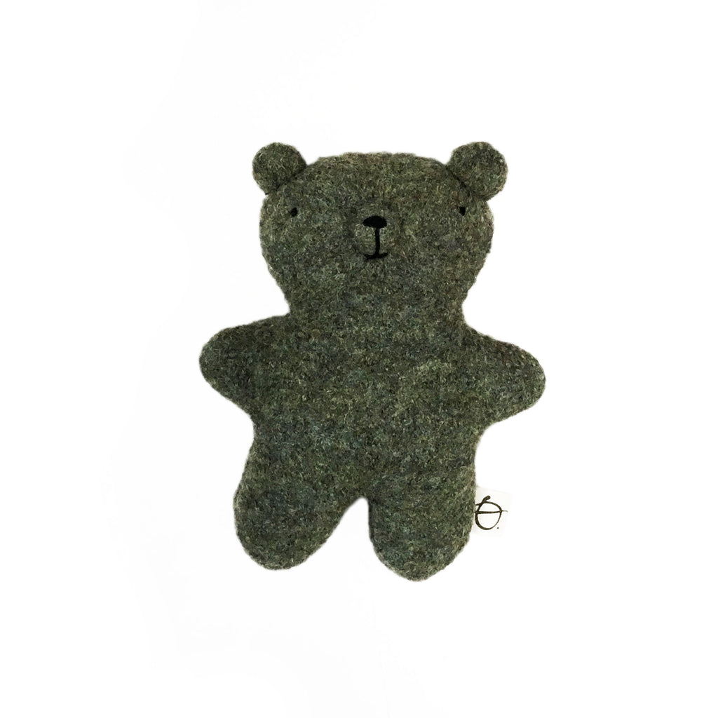 Ouistitine_quebec_madeinquebec_enfant_kidsstore_recycled_wool_laine_handmade_ourson_ours_bear_vert copie