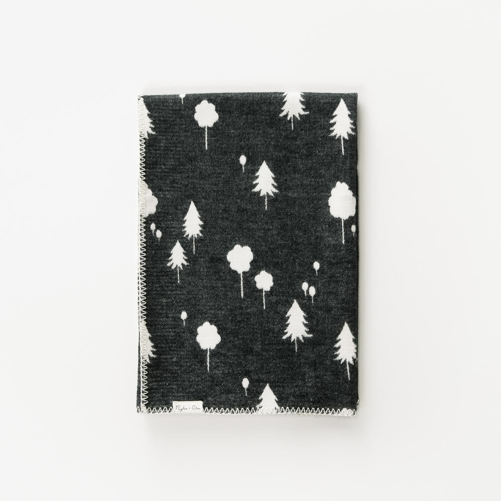 couverture RyleeandCru organique coton organic cotton black forest foret arbre trees