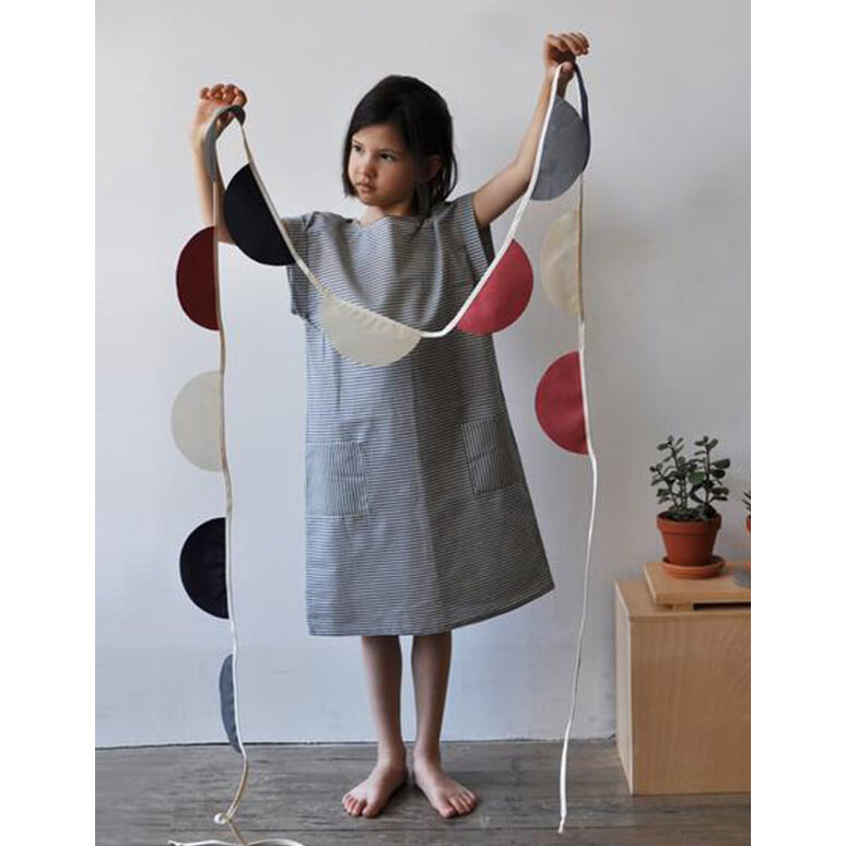 robe_poches_dress_pockets_buttons_boutons_Petit Atelier B_fait au Québec_made in QUébec_stripes_lignes_nany_classic_girl_fille