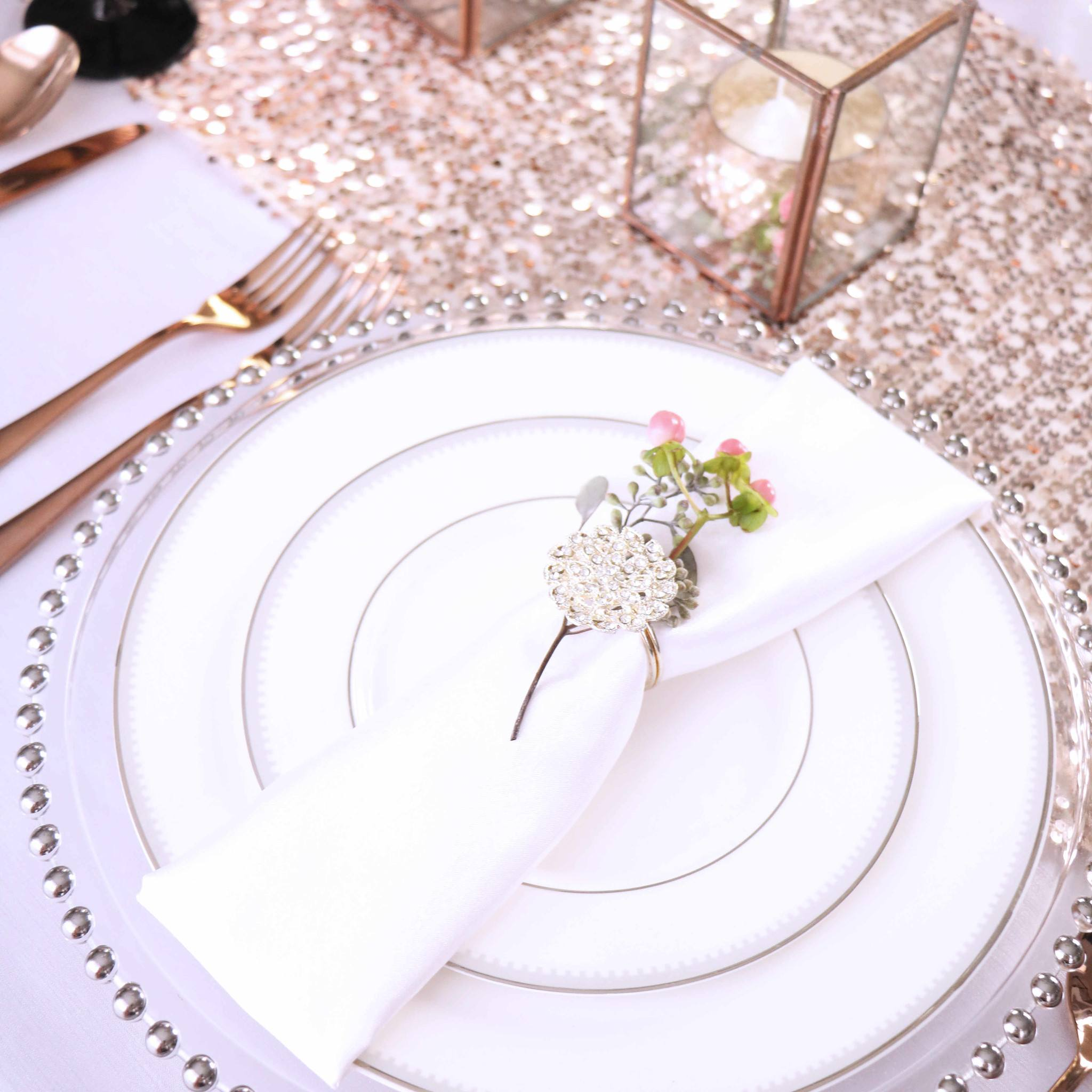 Christmas Table Decorations Set in Pink and Silver Table Setting ...