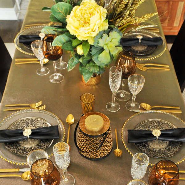 gatsby gold black tablescape table setting ... & Great Gatsby Themed Party - table decor - Styled Settings