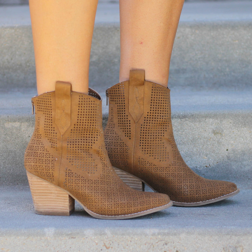 Matisse Backroad Ankle Boot in Tan - Rural Haze