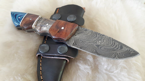 "CUSTOM DAMASCUS ""ARROWHEAD"" RAM HORN/WALNUT WOOD HUNTER"