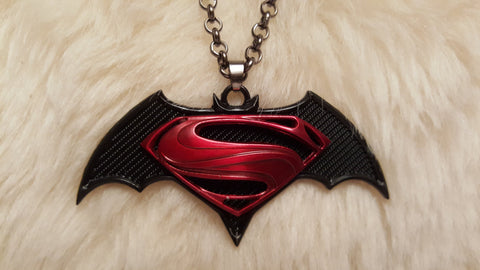 SUPERMAN vs. BATMAN Necklace-New