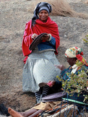Gone Rural weavers weaving placemats from grass in Swaziland