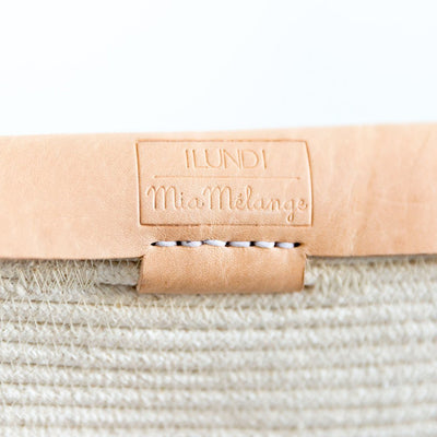 INDRA CLUTCH HANDBAG BY ILUNDI. The Indra Clutch is the result of a collaboration between Mia Melange and Ilundi Designs. This beautiful clutch is made from natural cotton and nude leather, in South Africa.