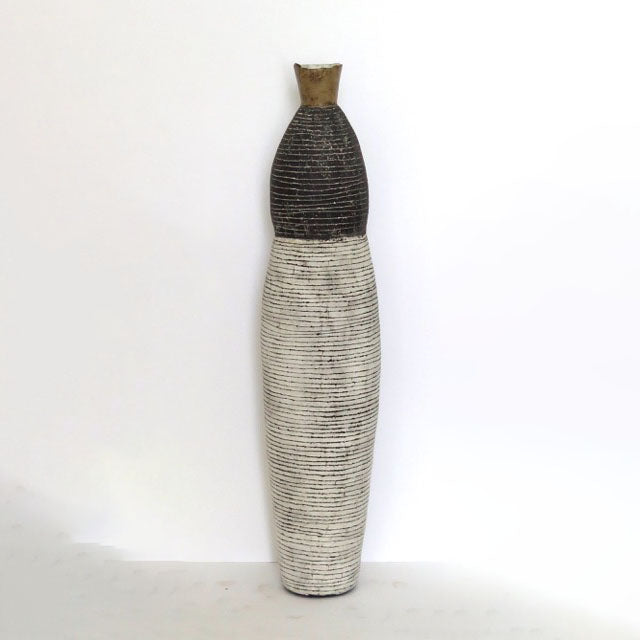 WORLD PIECE 1 CERAMIC VASE by Louise Gelderblom at SARZA. Ceramic Vessel, Ceramics, Curvacious vase, homeware, Louise Gelderblom, Vases