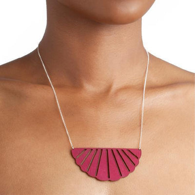 SCALLOPED LEATHER NECKLACE