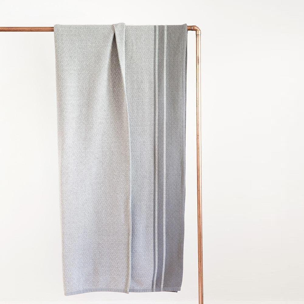 MUNGO USA NEW YORK SLATE QUILL BLANKET