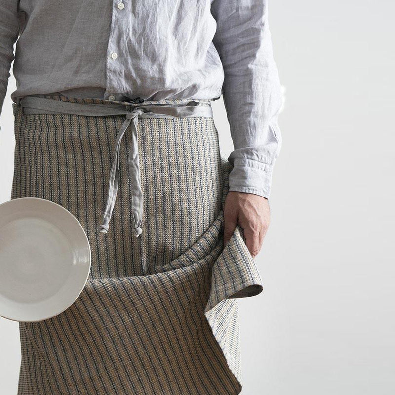 STRAW MAN CLOTH by Mungo Design. A stylish pure cotton apron/cloth designed especially for a male chef/BBQ Master. This male cloth has an absorbent honeycomb weave, with a hook for easy hanging.