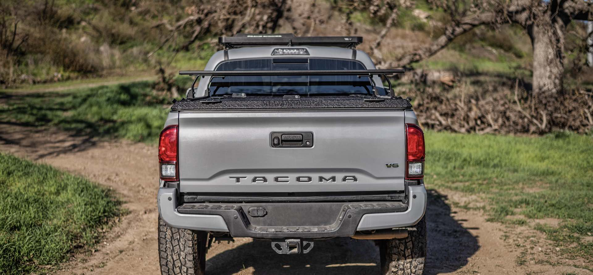 Rear view of Toyota Tacoma with DiamondBack HD and Front Runner Rack