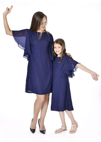 Trendy Blue Mother Daughter Dresses With A Matching Tie For Dad