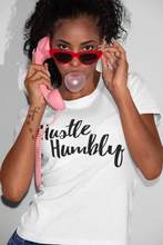 HUSTLE HUMBLY SIGNATURE FITTED WHITE