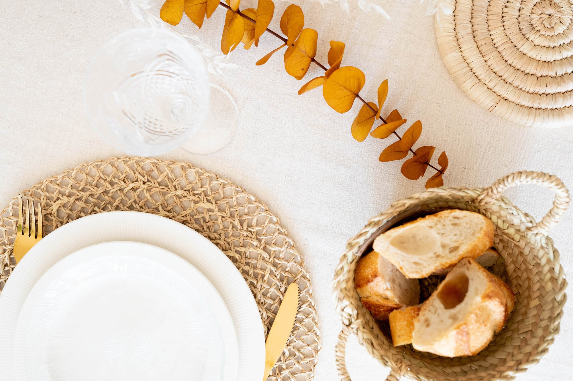 5 ESSENTIALS FOR SETTING YOUR THANKSGIVING TABLE