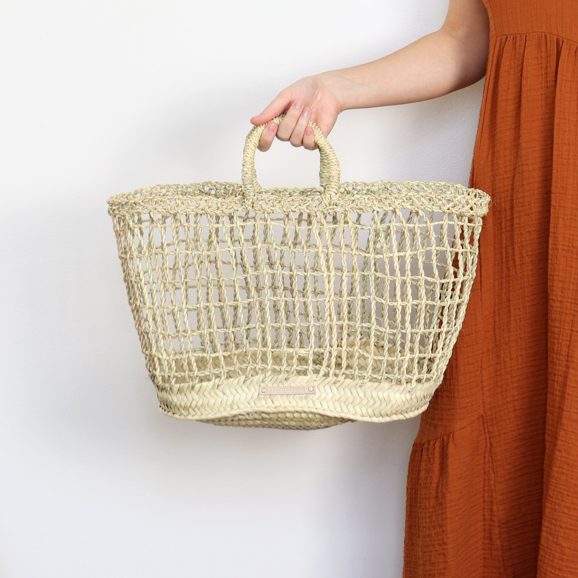 Medium open weave straw basket