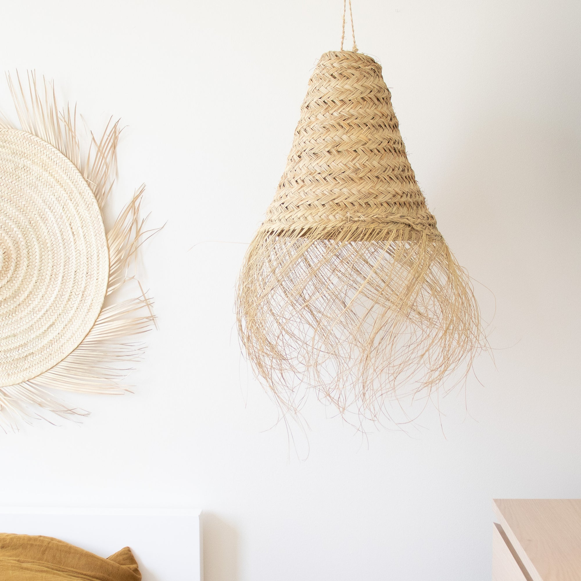 Hand woven straw light pedant