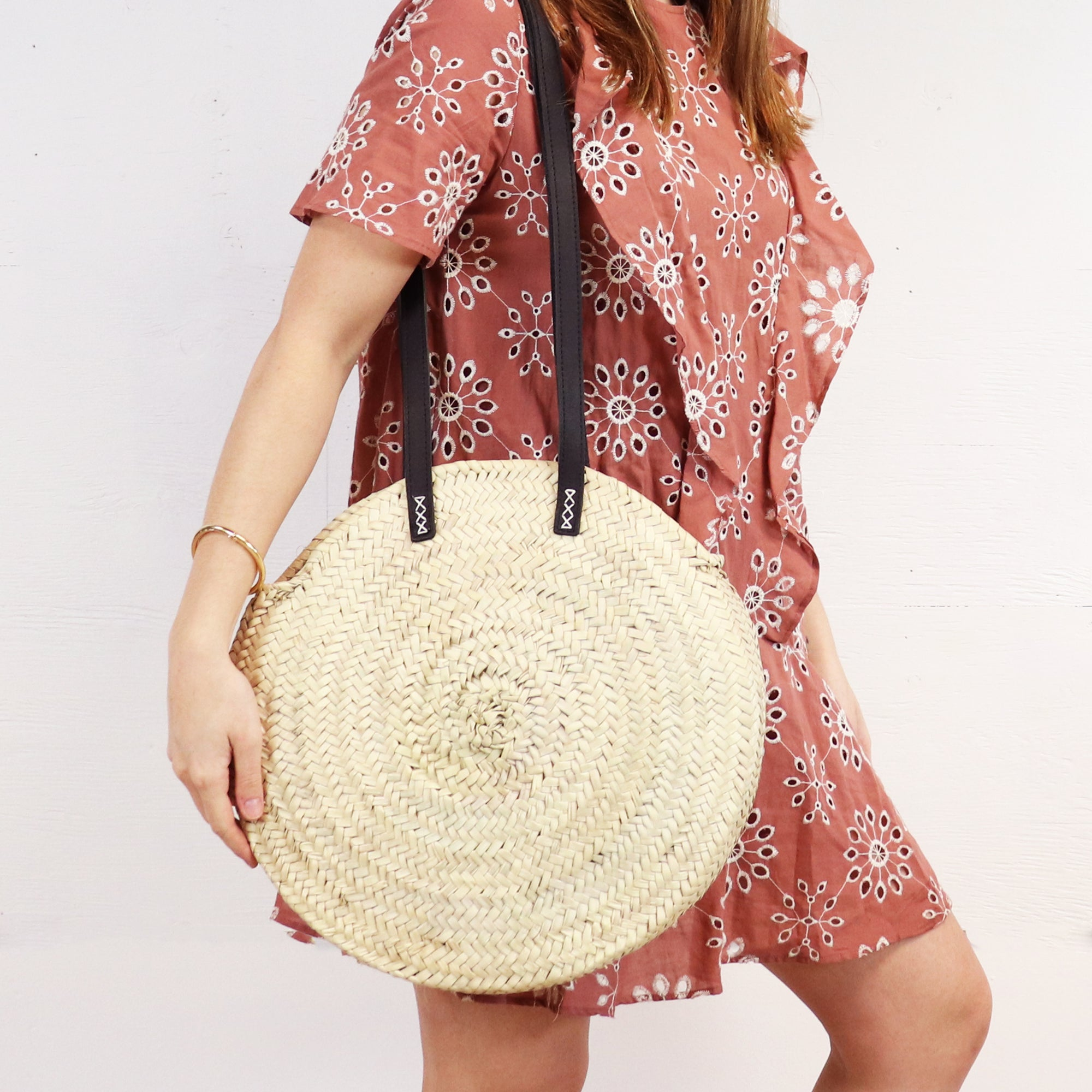 round straw bag with leather