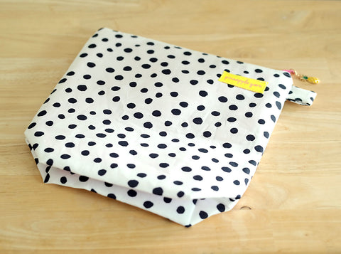 Black and White Dots Project Bag