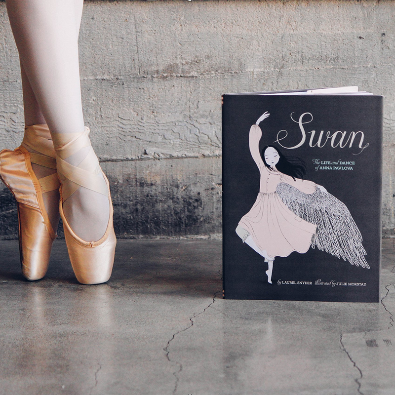 "Hardcover Book ""Swan -The Life and Dance of Anna Pavlova"""