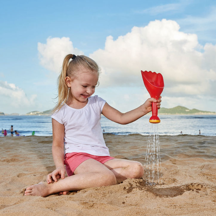 Hape_beach_water_rain_shovel