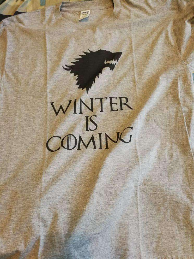 """Winter Is Coming"" Men's T-Shirt of House Stark (white / grey) Shirts - iplayfetch.com"