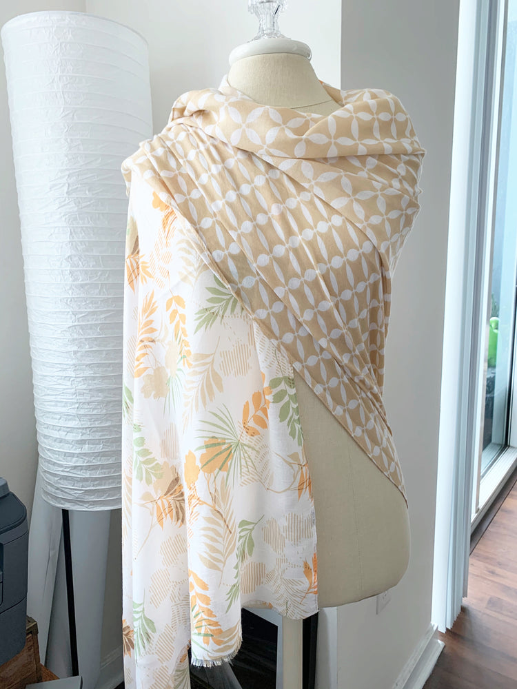 almonalmond contrast scarf available online at vetue boutique