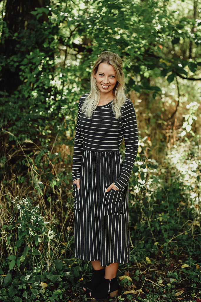Striped Print Midi Dress with Front Pockets