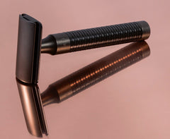 New!  The DLC-coated, honeycomb-structured razor of the new Rocca stainless-steel series.