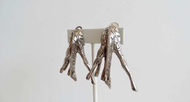 1980s Unsigned Bowing Giraffe Clip-On Earrings