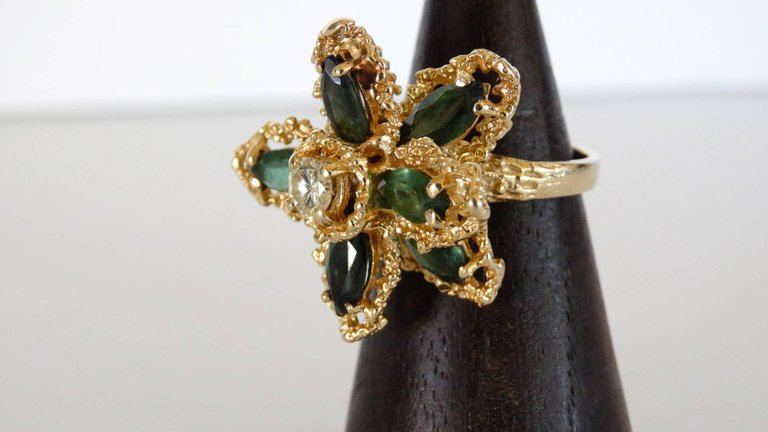 1970s 3 Carat Green Tourmaline Flower Ring with Diamond